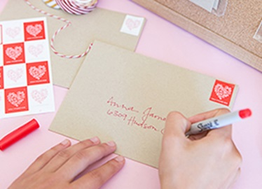 5 Tips to Conquer Holiday Card Chaos