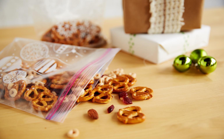 Shake-It-To-Make-It-Crafts-Recipes-Ziploc-Brand