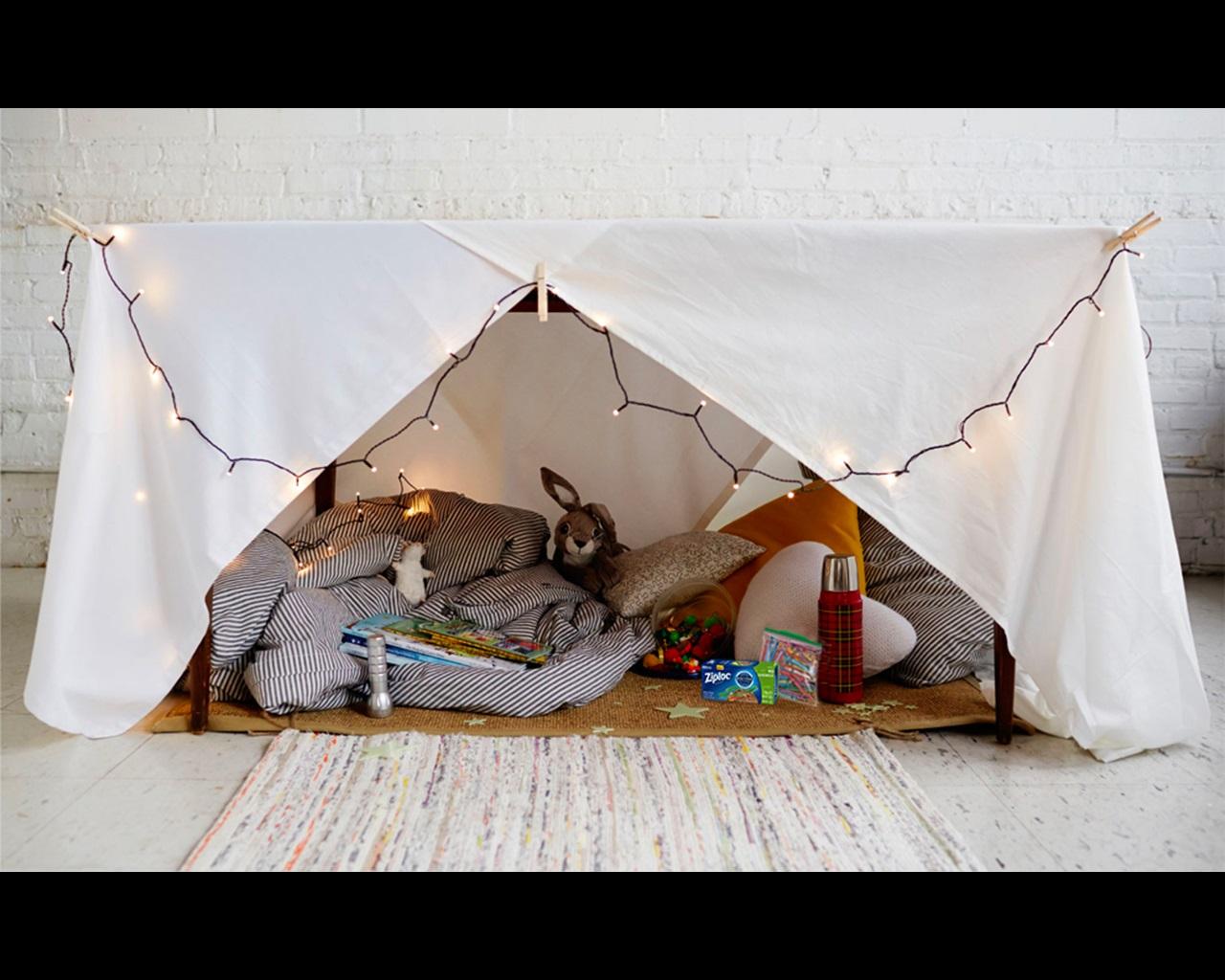 Guía para fiestas de campamento dentro de la casa