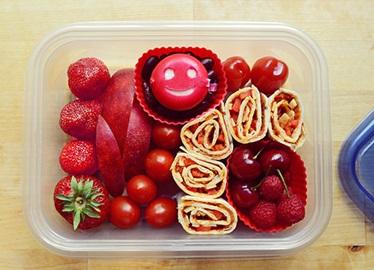 El almuerzo de hoy es auspiciado por la letra P y el color rojo