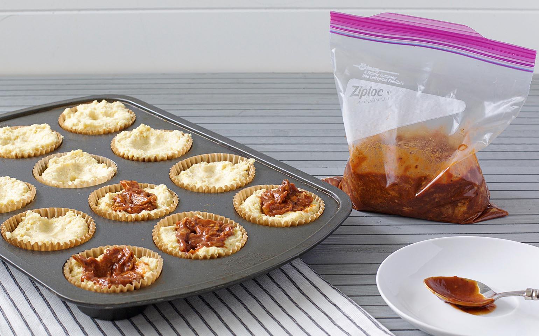 Muffins de harina de maíz con salsa barbacoa