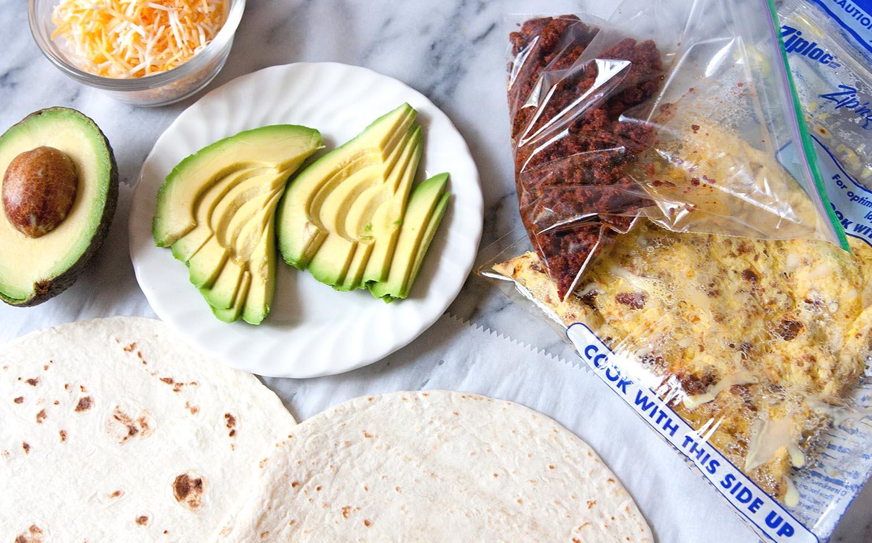 Burritos con chorizo y huevos para el desayuno