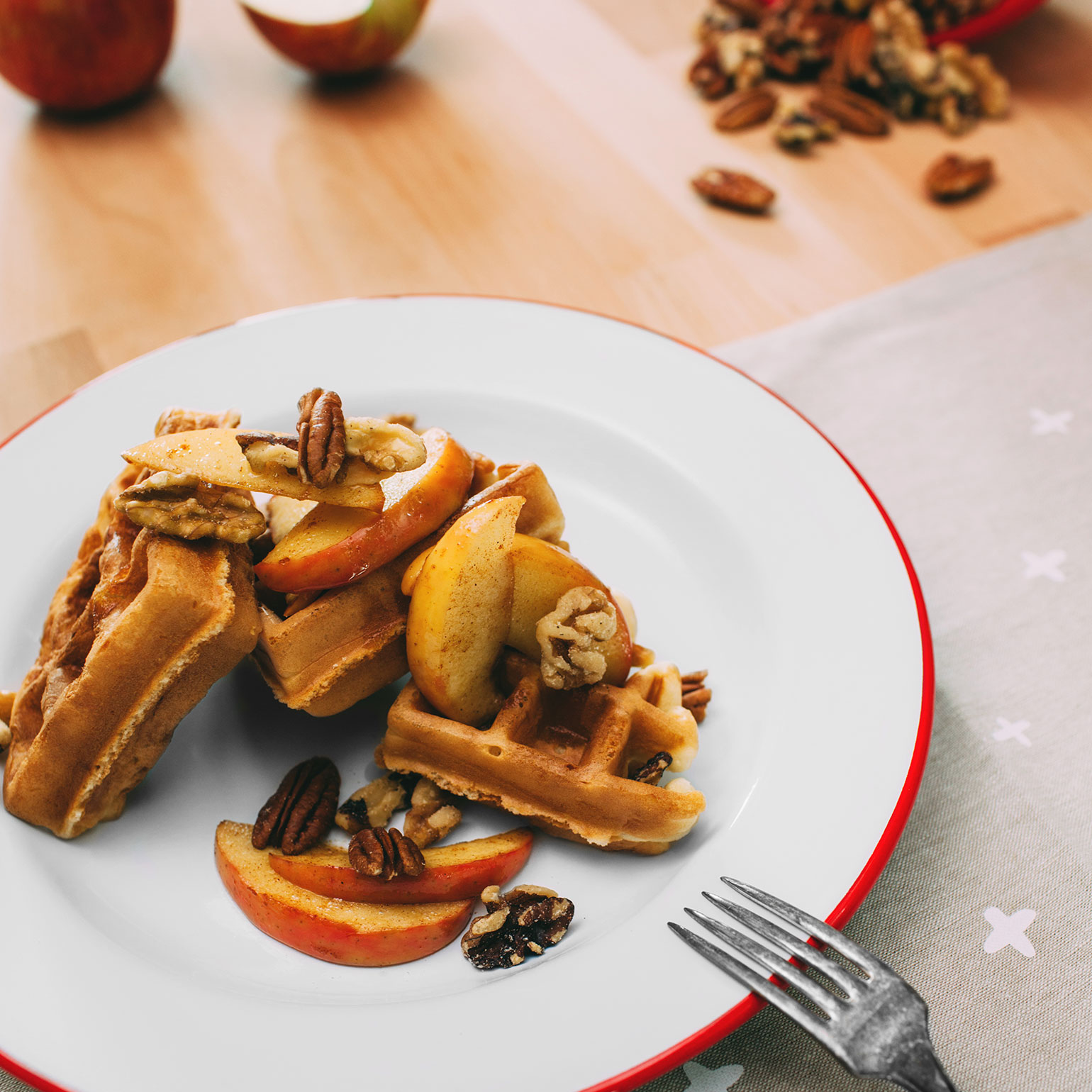 Caramelized Apples and Nuts Waffles