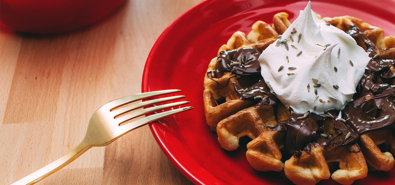 Waffles de chocolate y lavanda