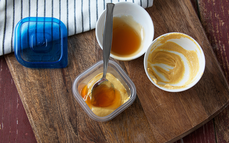 Croquettes de poulet maison avec une trempette de moutarde au miel