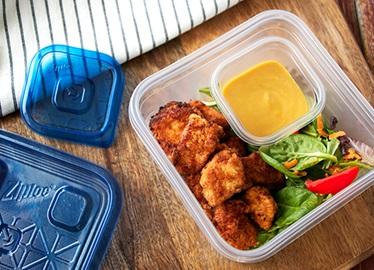 Croquetas de pollo de imitación con salsa de miel y mostaza