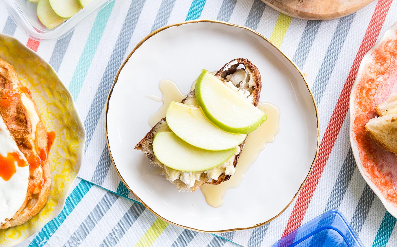 Dessert grilled cheese with ricotta, apples and honey