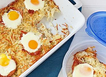 Cazuela de papas ralladas, jamón crudo y huevos