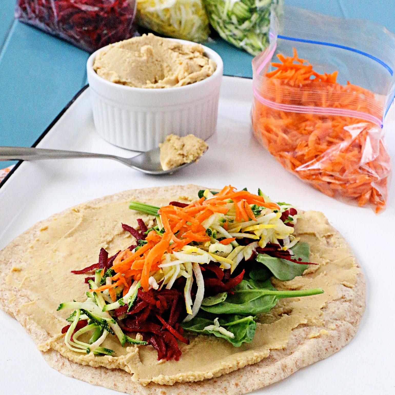 Roulés de houmous et de légumes