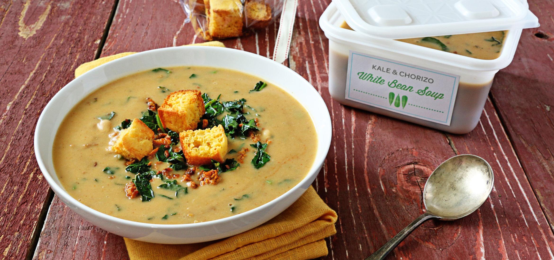 Sopa de frijoles blancos con col rizada y chorizo