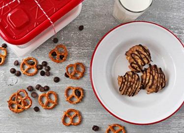 No-Bake Peanut Butter Chocolate Chip Pretzel Cookies