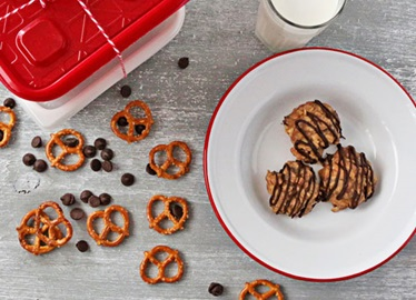 Biscuits aux bretzel, aux pépites de chocolat et au beurre d'arachide sans cuisson