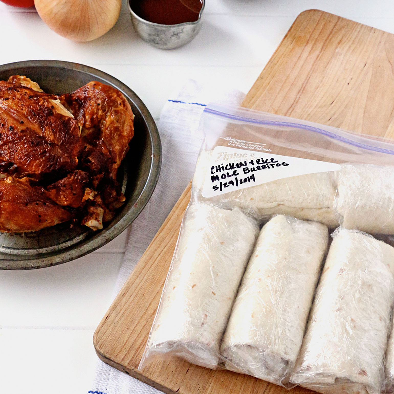 Burritos-au-poulet-rôti-riz-et-sauce-mole-marque-Ziploc