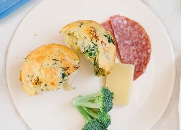 <![CDATA[Muffins aux tomates séchées, épinards et artichauts]]>