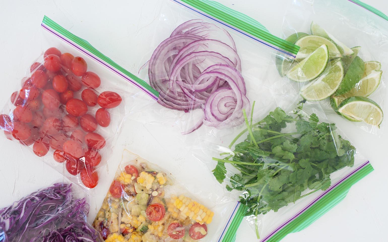 Tacos con salsa de yogurt griego y chipotle