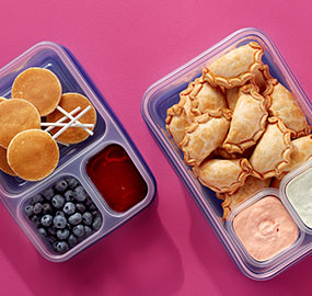 Ziploc® divided Containers, Ziploc, empanadas, blueberries, pancake pops, syrup, chipotle dip, to-go, lunchtime, pairings, sauces , snack ideas.